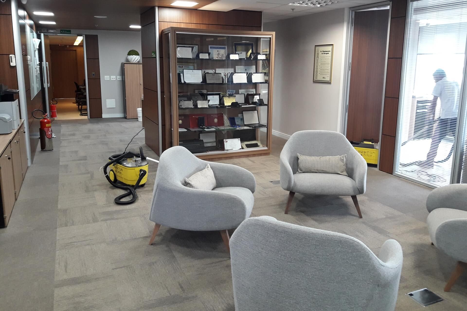 limpeza-de-sofa_limpeza-de-estofados-limpeza-de-carpetes