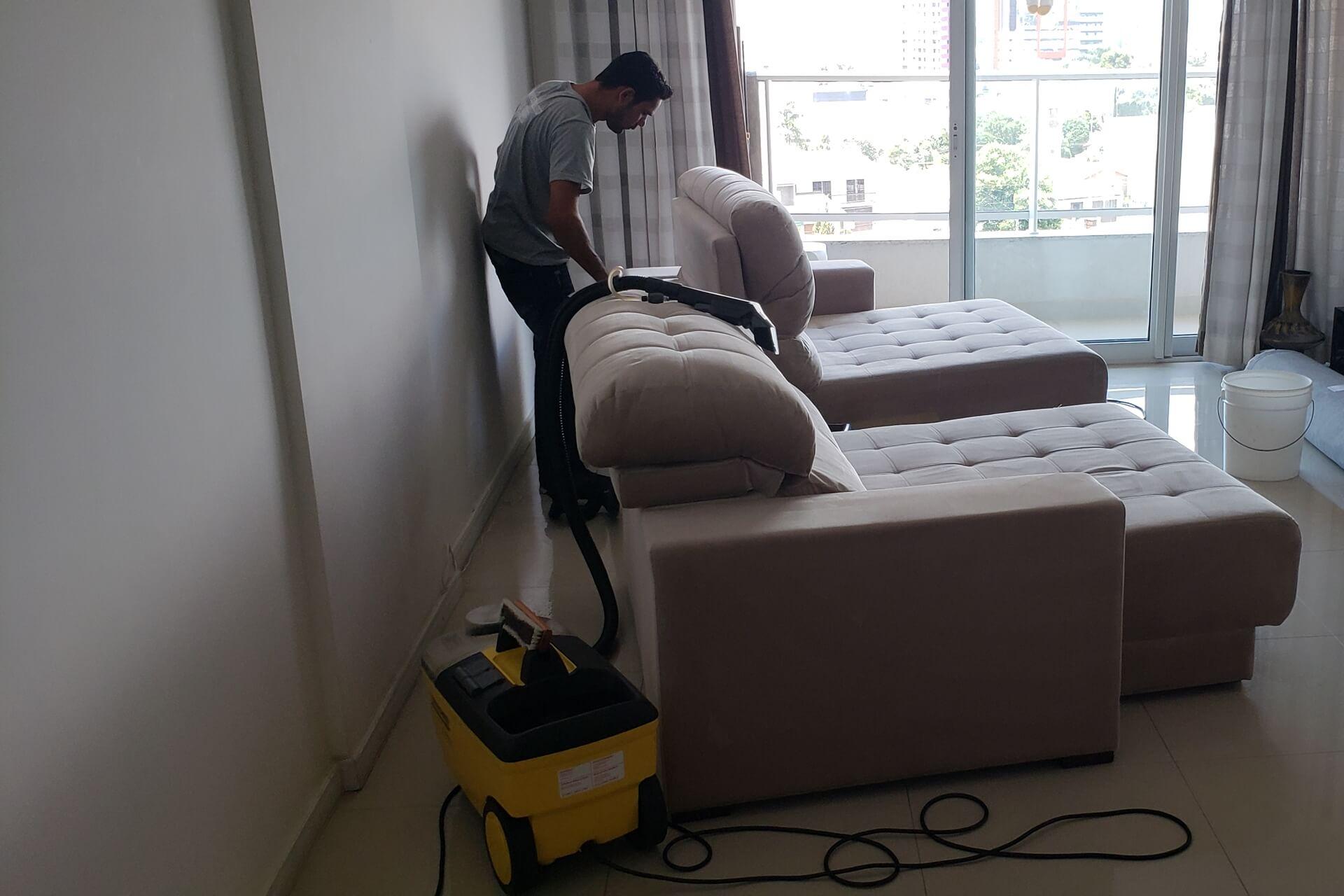 limpeza-de-sofa_limpeza-de-sofa-em-curitiba-2