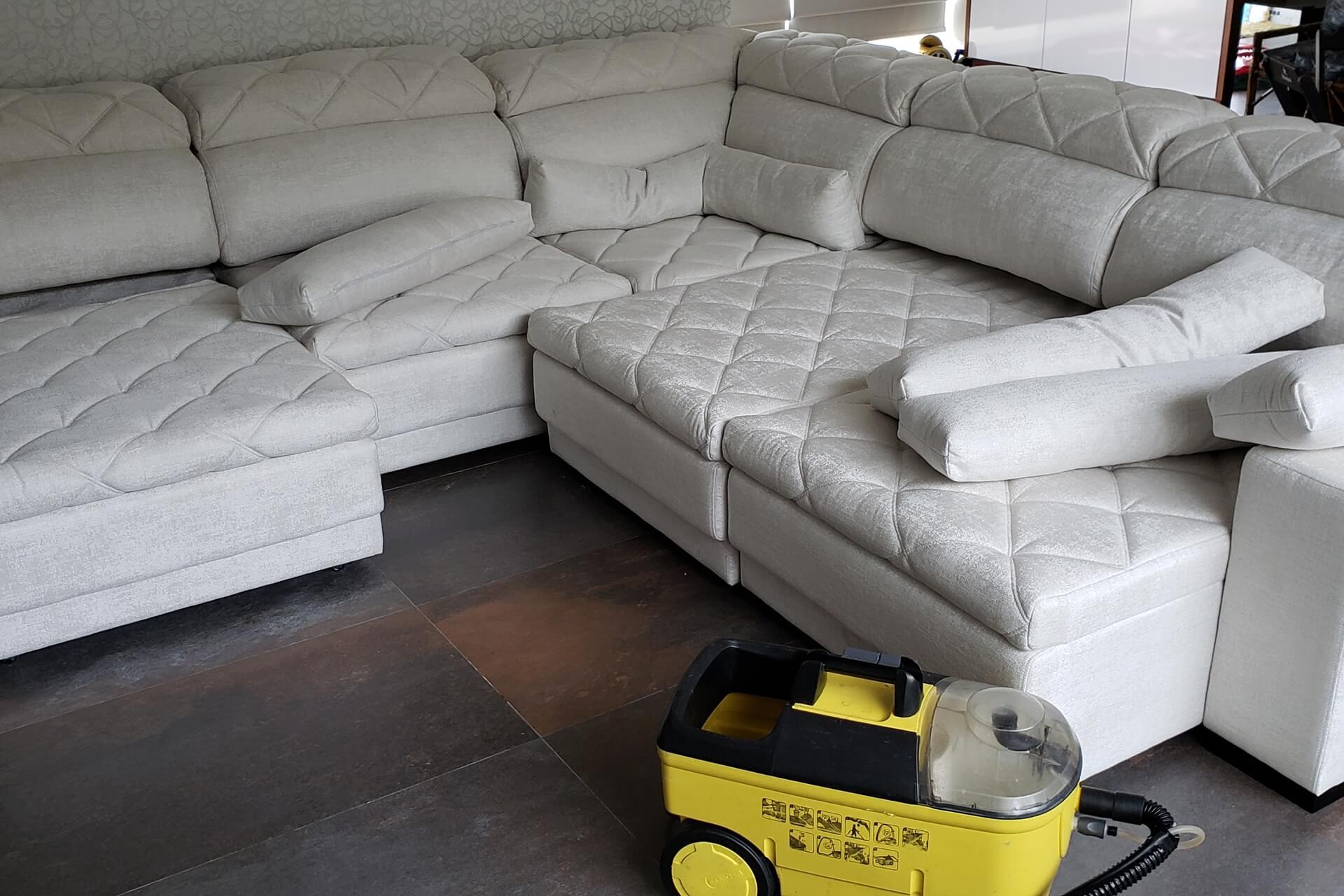 limpeza-de-sofa_limpeza-de-sofa-em-curitiba-4
