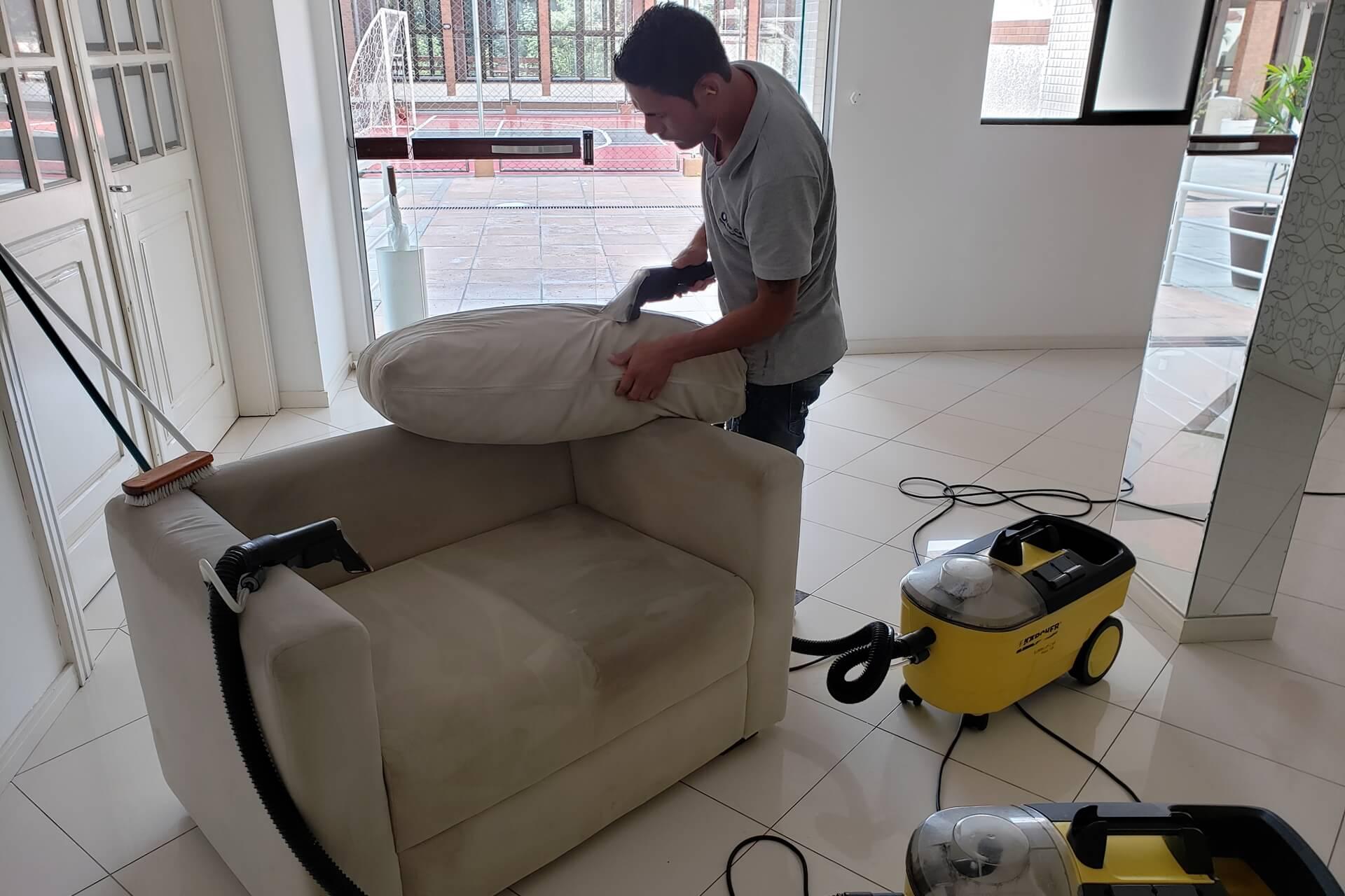 limpeza-de-sofa_slide-2-limpeza-de-poltrona
