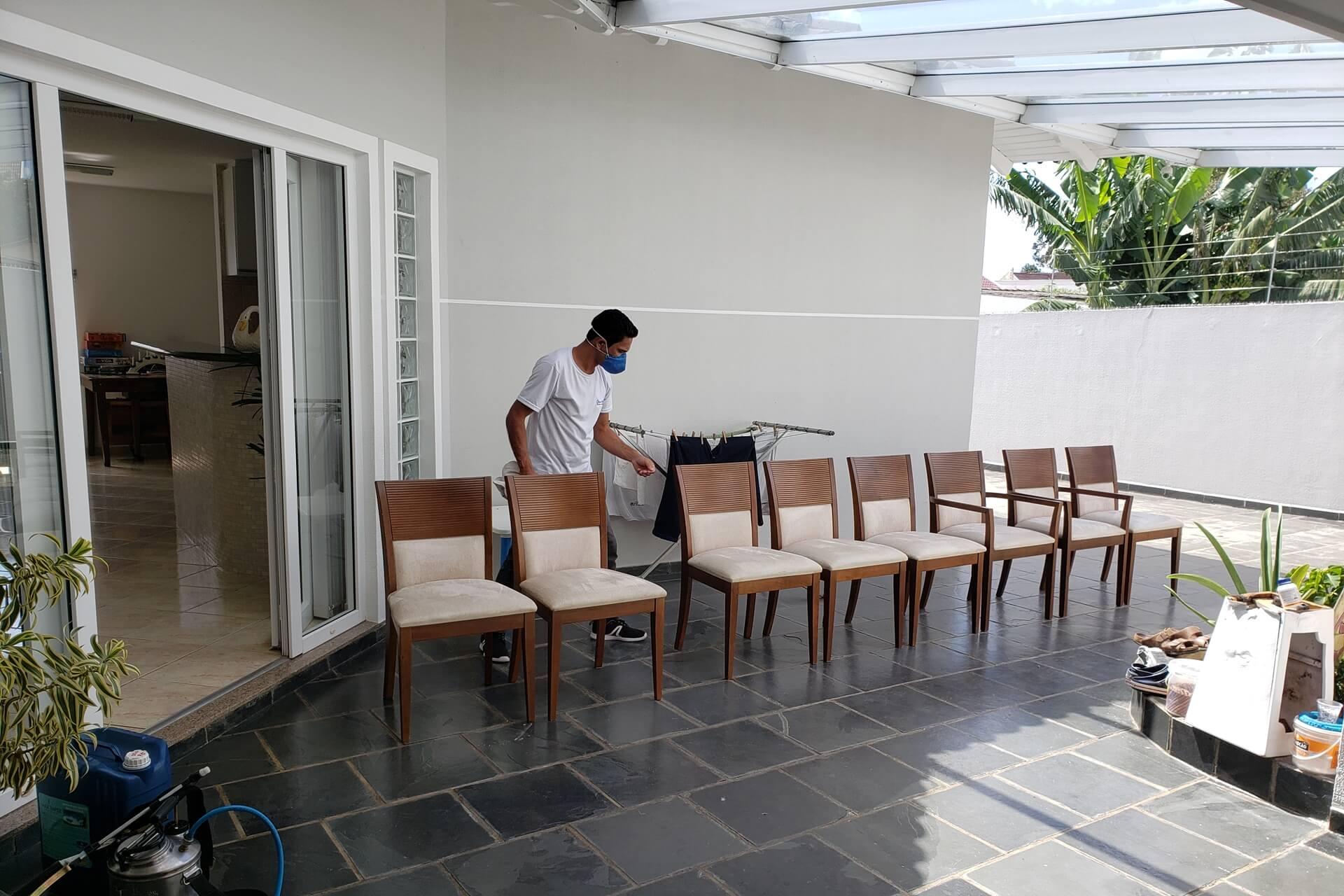 limpeza-de-sofa_slide-3-limpeza-de-cadeira